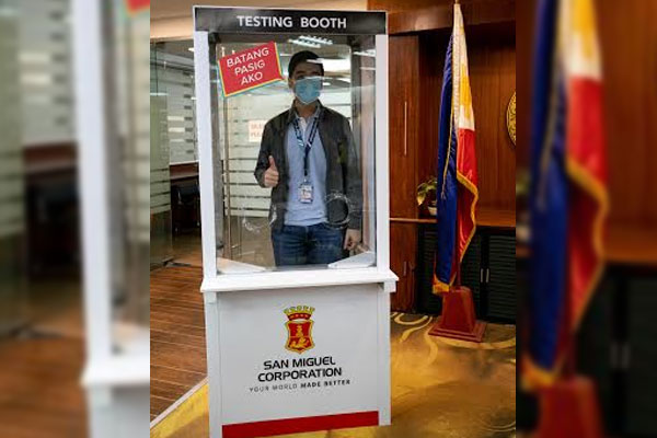 Pasig City Mayor Vico Sotto pose inside the COVID-19 testing booth donated by San Miguel Corporation