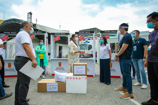 Mandaluyong City Mayor Carmelita Abalos receives Covid-19 testing booths from San Miguel Corporation